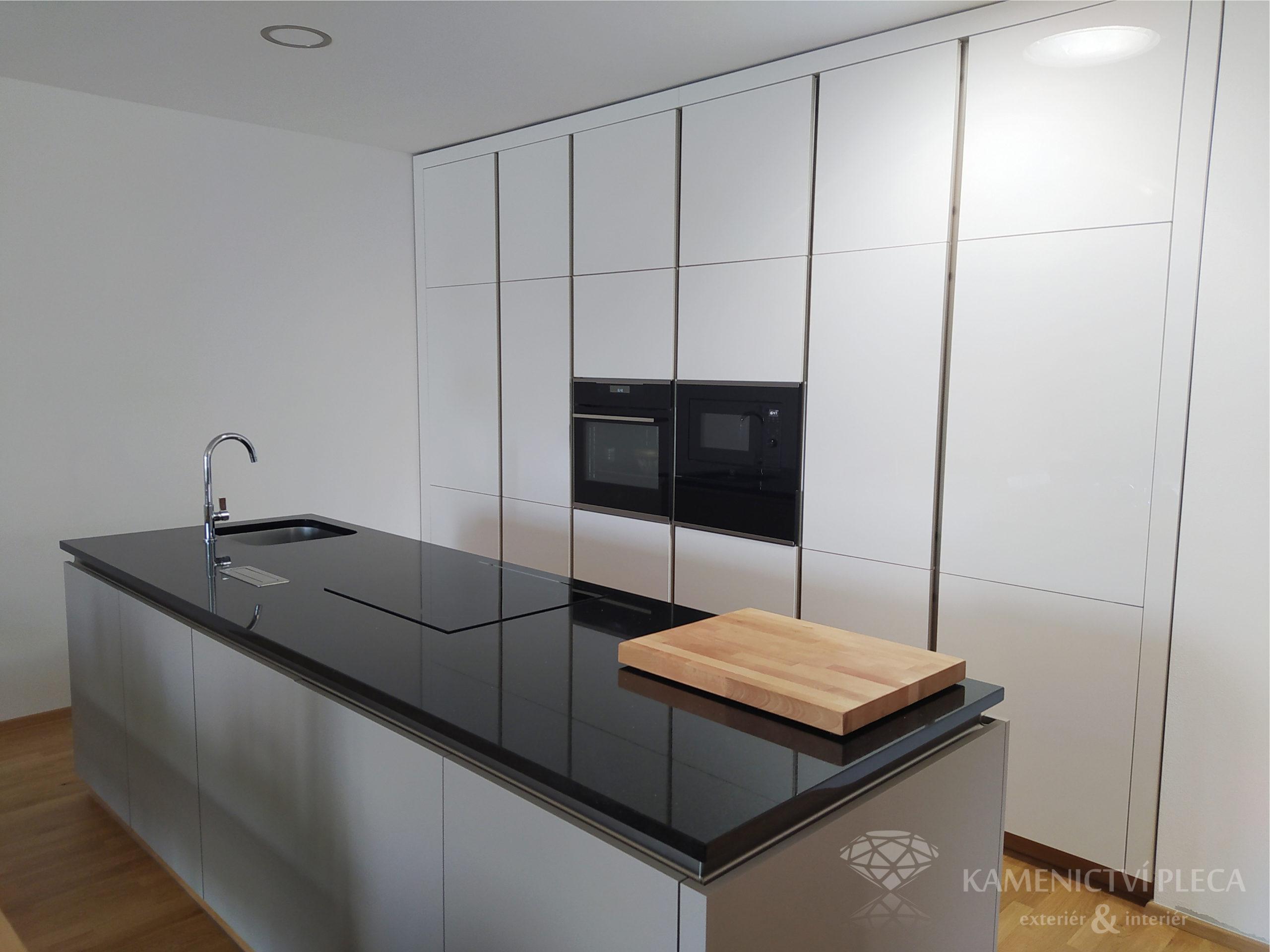 Kuchyňská pracovní deska ze žuly